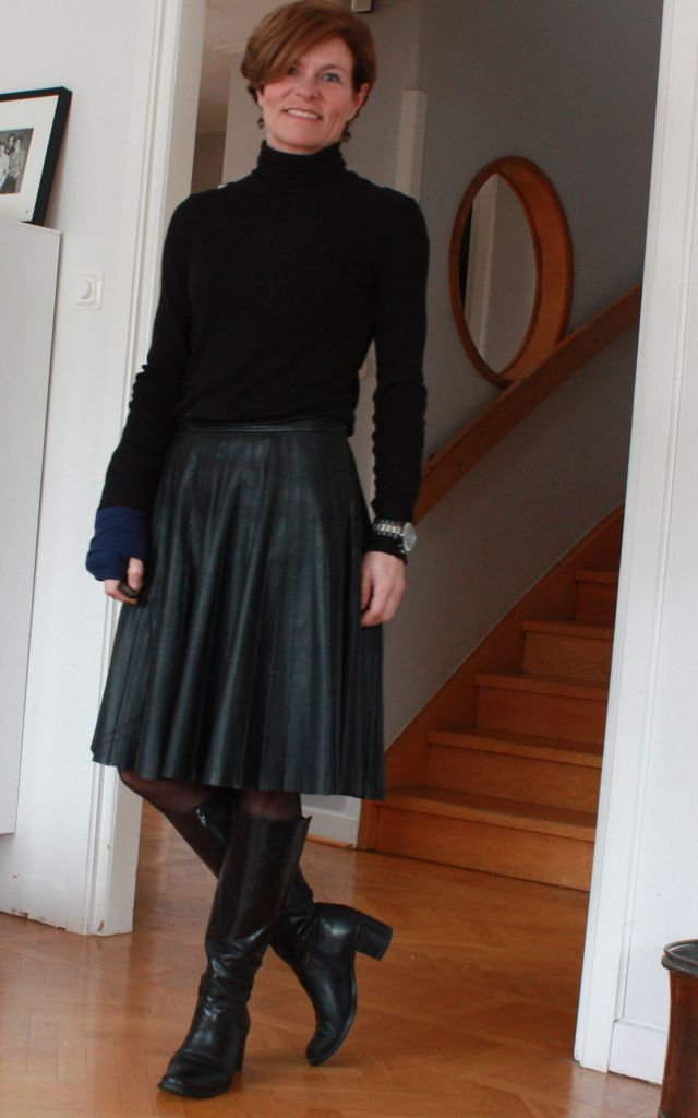 Black turtle & leather skirt 1