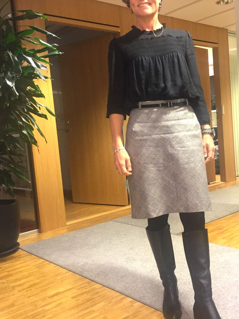 ruffles-and-the-pencil-skirt-1
